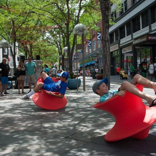 kids-playing-in-chairs